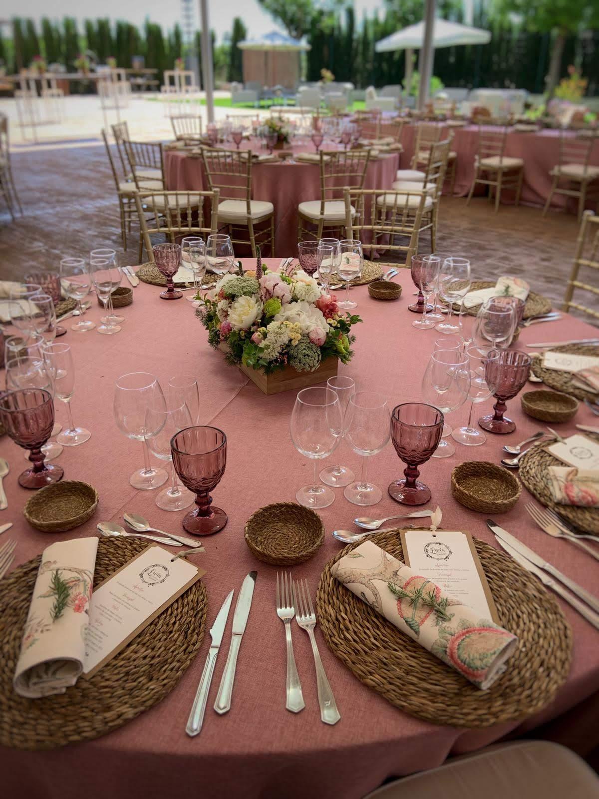 Centro de mesa para boda en exterior