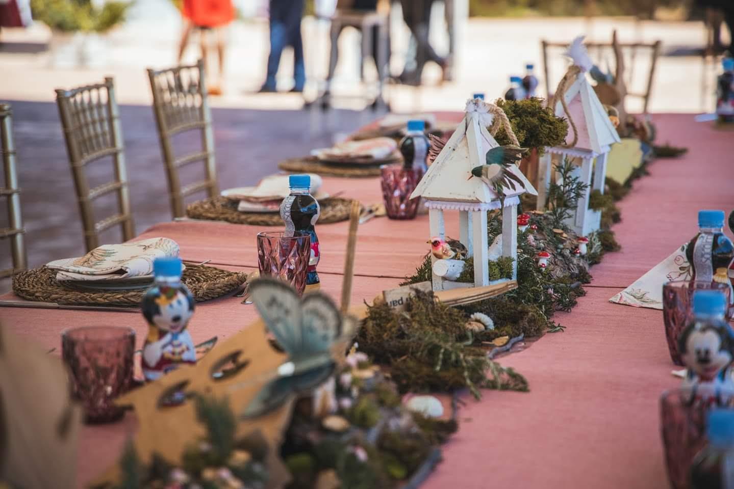 Decoración mesa infantil para boda
