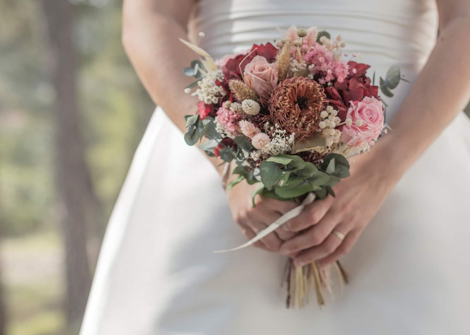 Ramo de novia con flores preservadas 02