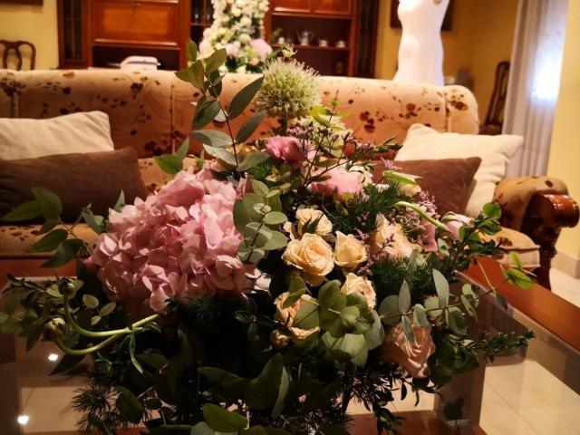 Centro de flores para decorar traje boda