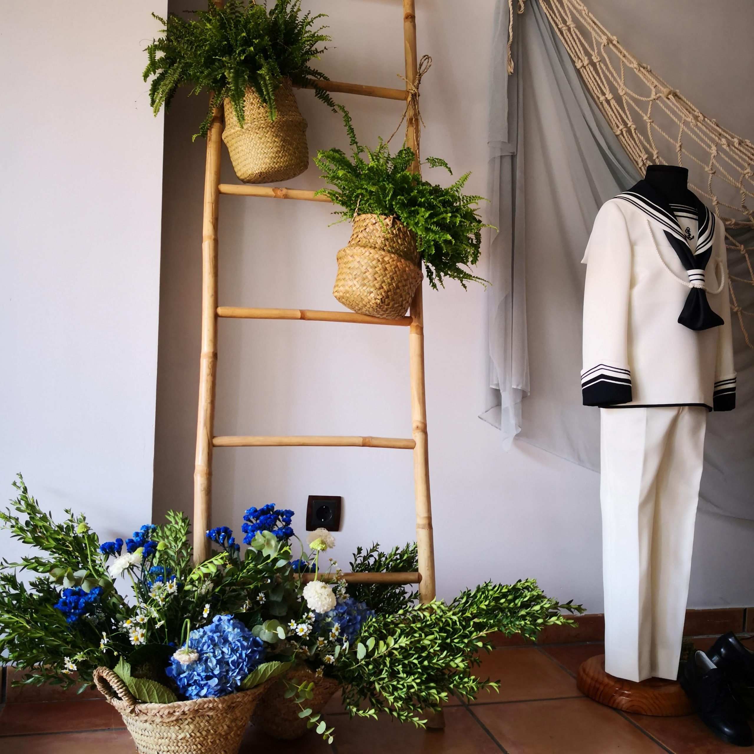 Decoración floral para traje comunión niño