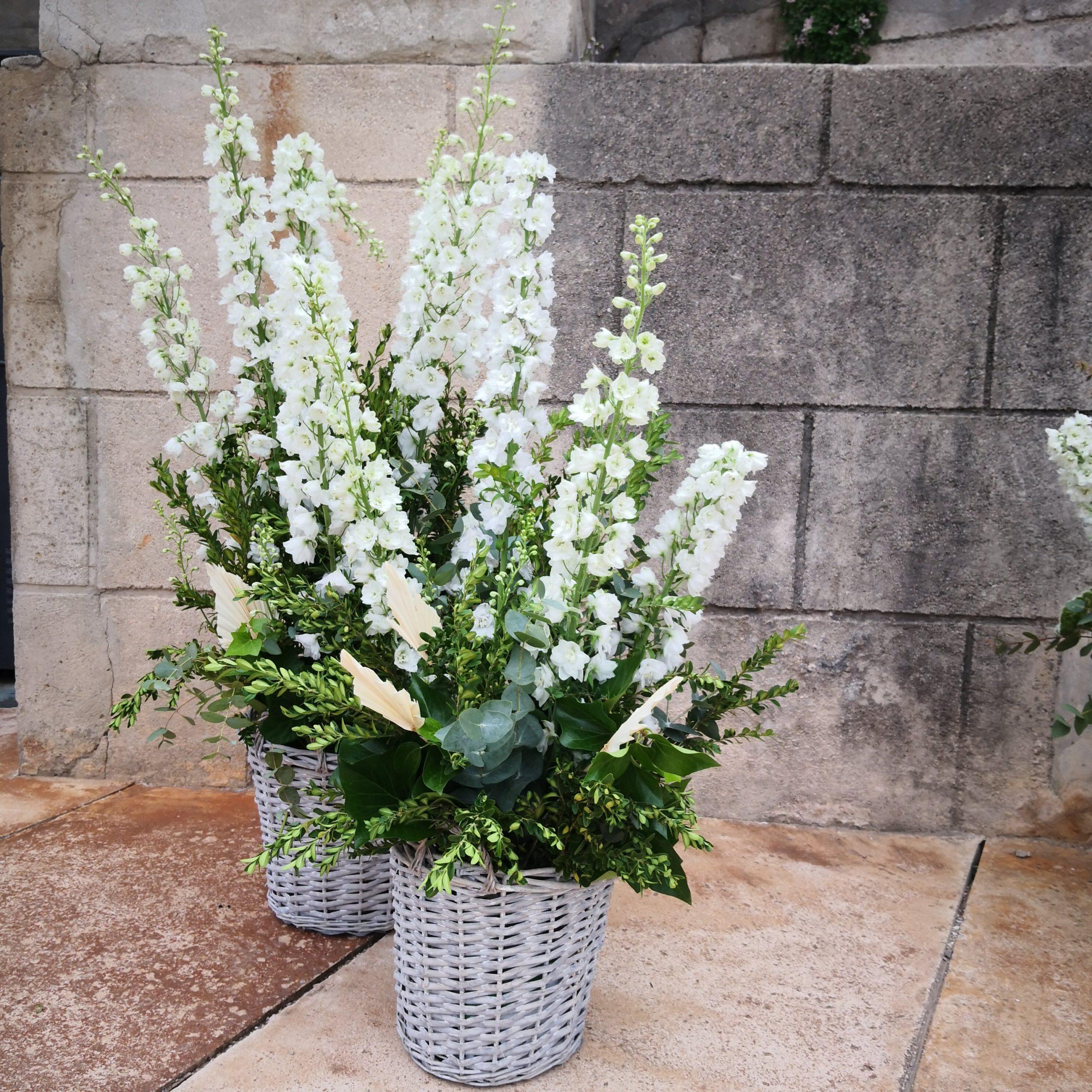 Decoración con flores para patio interior