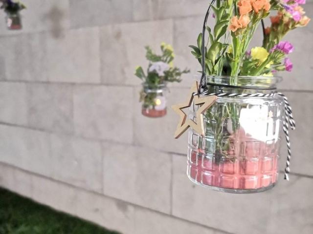 Centro colgante de flores