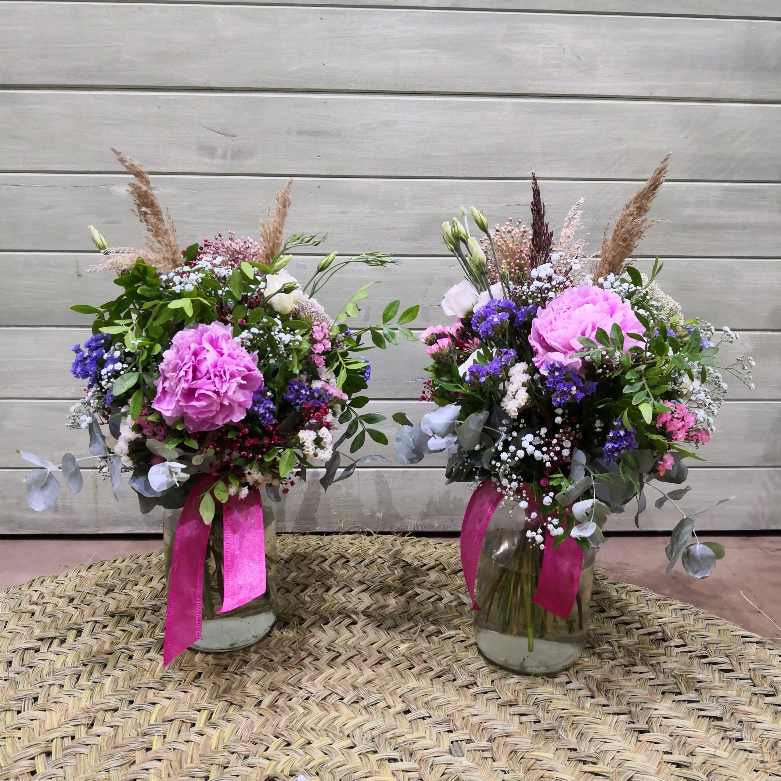Centro de flores rosa y azul