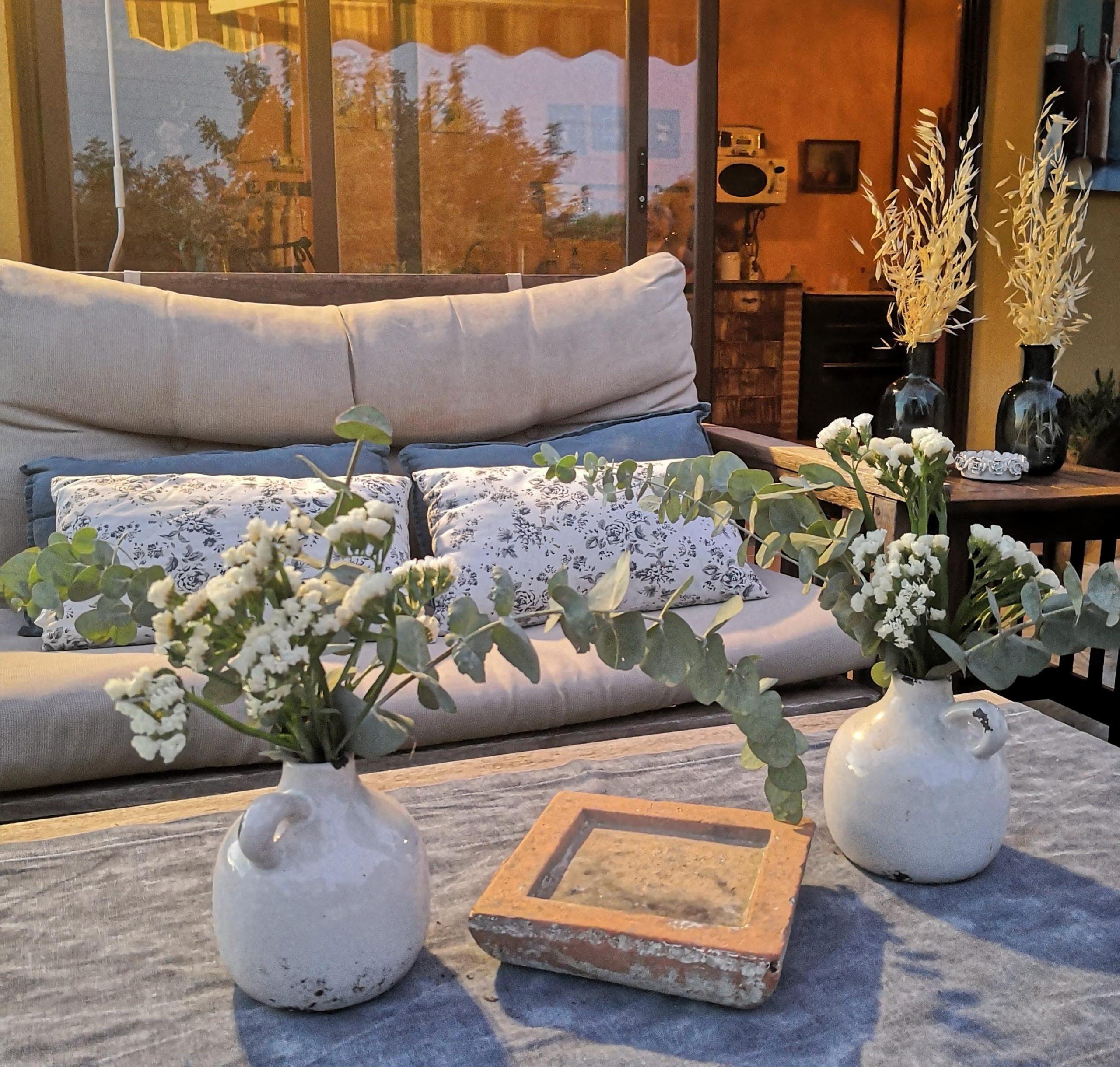 Decoración floral para mesa terraza
