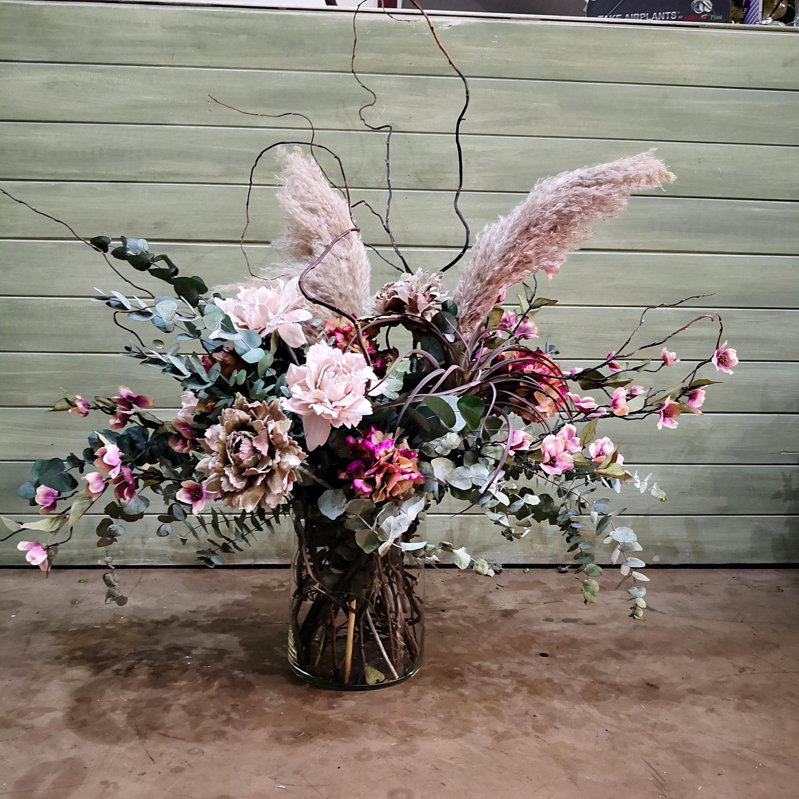 Centro de flores con rosas